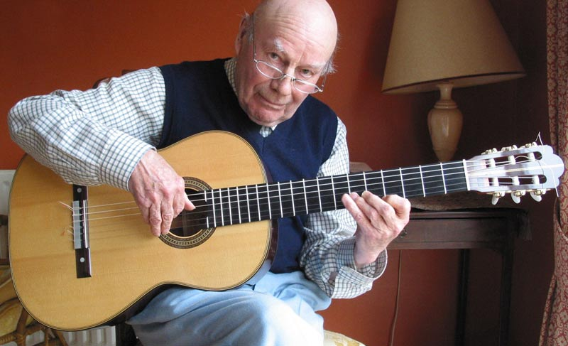 Julian Bream playing Simon Ambridge Guitar